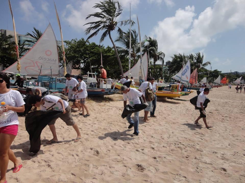 volunteers-cleaning-the-beach.jpg
